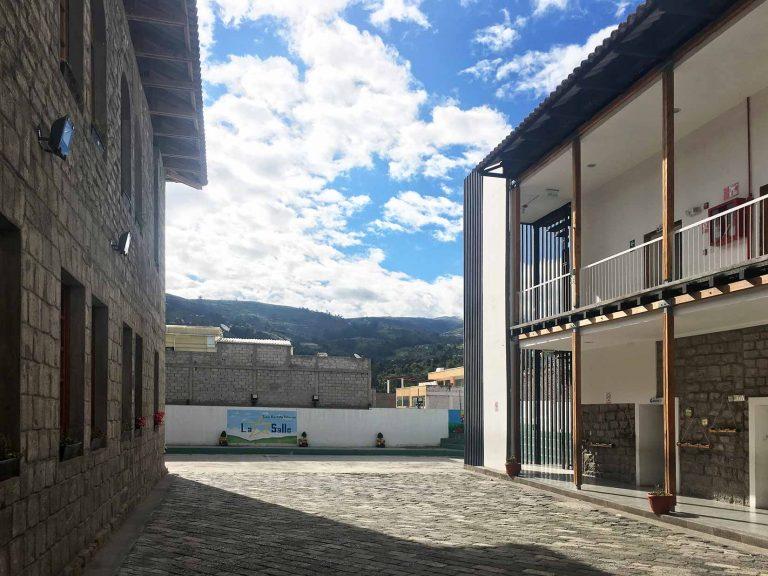 patio interior de la escuela, escuela la salle, cero80arquitectura